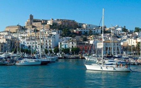 Tragedie in Ibiza. Un barbat a murit, dupa ce barca in care se afla a fost lovita de un feribot