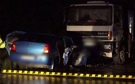 Accident grav in Arges, dupa ce un sofer a intrat pe <span style='background:#EDF514'>CONTRASENS</span>. O femeie de 66 de ani a murit