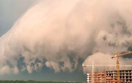 VIDEO Un nor urias a acoperit orasul Lvov. Explicatia meteorologilor