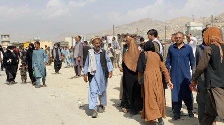 Cel putin 12 persoane au murit pe aeroportul din Kabul