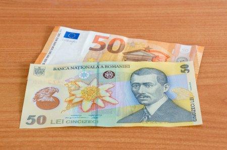 Curs valutar joi, 19 august. Anunt pentru romanii care au credite. Cat costa un euro