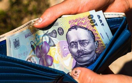 Raiffeisen a inceput restituirea eventualelor sume colectate in plus de la clienti, conform ordinului ANPC