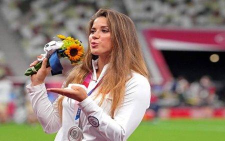 Maria Andrejczyk, meda<span style='background:#EDF514'>LIATA</span> cu argint la JO 2020, si-a scos la licitatie medalia pentru a ajuta un copil