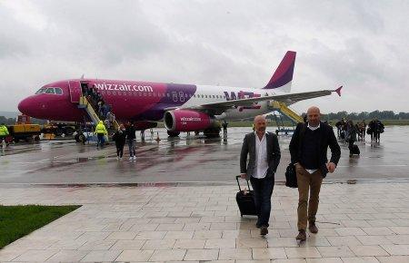 Un avocat congolez rezident in Romania acuza <span style='background:#EDF514'>WIZZ</span> Air ca nu i-a permis imbarcarea pe motiv ca nu avea viza. Ambasada Spaniei spune ca nu avea nevoie de viza