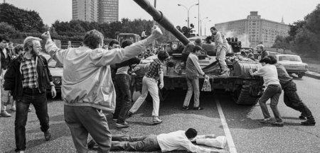 30 de ani de la Puciul Vodka: Trei zile care au accelerat caderea Imperiului Sovietic si invatamintele lui <span style='background:#EDF514'>GORBACIOV</span>