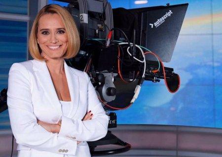 <span style='background:#EDF514'>ANDREEA ESCA</span> a uimit pe toata lumea cu noua sa infatisare! Cum a aparut vedeta de la Pro TV