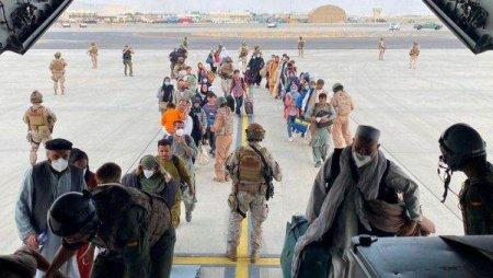 NATO se angajeaza sa accelereze evacuarile din Afganistan, in timp ce criticile se inmultesc