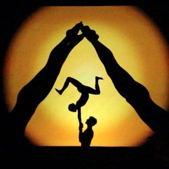 Muzica, jocuri de lumini, dans, acrobatie si videografie pe ecrane gigant: Eveniment unic in Romania