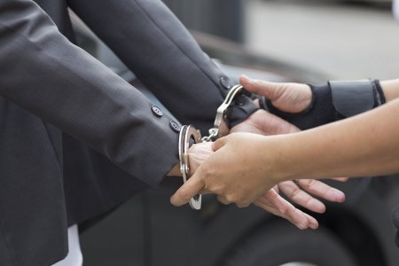 Manager al unui lant international de fast-food-uri, arestat 30 de zile sub acuzatia de trafic de minore, la Brasov. Reactia companiei