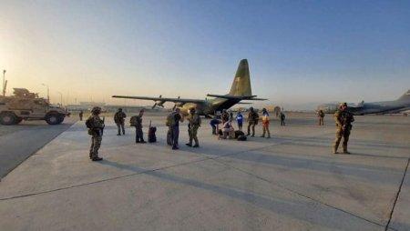 14 romani au ajuns in Aeroportul din Kabul si asteapta sa fie evacuati din Afganistan