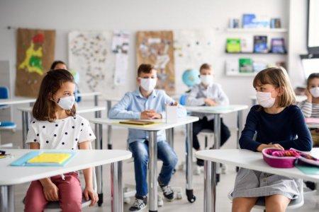 Decizii inainte de noul an scolar: Școlile vor ramane deschise cu prezenta fizica pana la pragul de 6 la mie