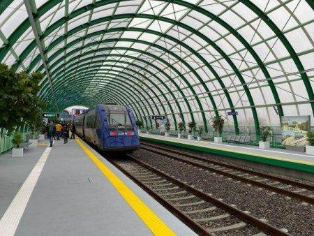 CFR Calatori si BCR implementeaza plata <span style='background:#EDF514'>CONTACTLESS</span>, in tren, a biletelor pe ruta Bucuresti-Aeroport Henri Coanda
