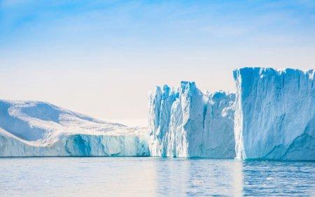 Groenlanda se incalzeste rapid: A plouat pentru prima data in istorie pe <span style='background:#EDF514'>VARFURILE</span> ghetarilor