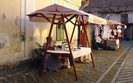 Festival cu <span style='background:#EDF514'>VINURI</span> si produse traditionale in zona veche a Bistritei, pentru promovarea pasajelor renovate