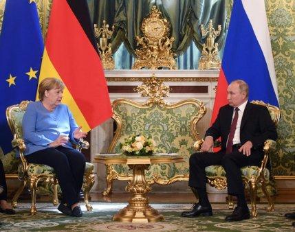 Angela Merkel pledeaza pentru continuarea dialogului cu Rusia si cere <span style='background:#EDF514'>ELIBERAREA</span> lui Aleksei Navalnii