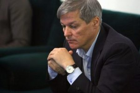 Un ministru USR-PLUS a dormit bustean in timp ce vorbea Dacian Ciolos. Explicatiile date intrec orice imaginatie (VIDEO)