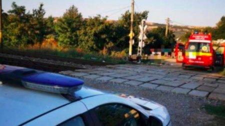 Barbat si femeie pe motocicleta, loviti de tren in Calinesti, Vrancea. Unul dintre ei a murit pe loc