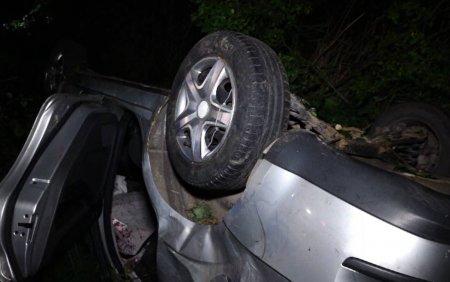 Accident grav in Bistrita. O masina in care se aflau cinci persoane s-a rasturnat