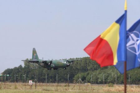 Aeronava cu cei 15 romani si 4 bulgari evacuati din Afganistan a aterizat pe <span style='background:#EDF514'>OTOPENI</span>