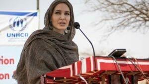 <span style='background:#EDF514'>ANGELINA JOL</span>ie sare in apararea femeilor din Afganistan. Imi este rusine!