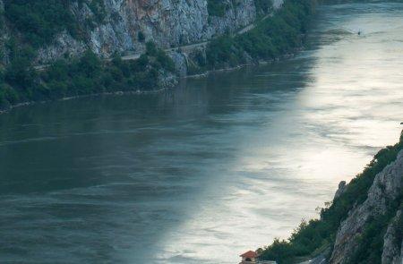 Barbat inecat in apele Dunarii, gasit de pompieri si scafandri dupa patru ore de cautari