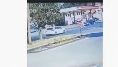 VIDEO Imagini cu puternic impact emotional: Un batran este spulberat pe trecerea de pietoni, in Slatina