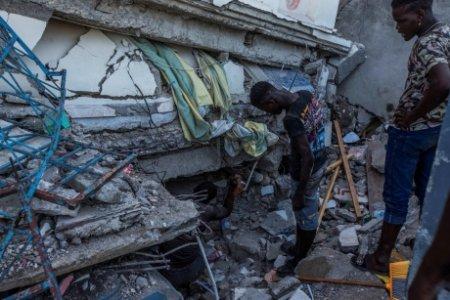 Bilant NEGRU in Haiti, cel putin 2.200 de decese in urma cutremurului. Supravietuitorii ramasi fara case au luat cu asalt transporturile de ajutoare