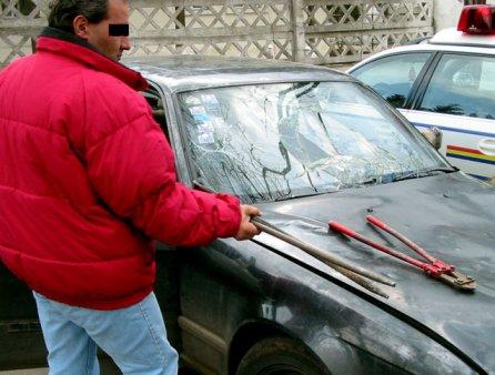 Bucuresti. Barbat cautat de Politie, gasit intr-o masina. La volan era un barbat fara permis