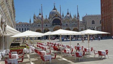 Venetia va introduce o <span style='background:#EDF514'>TAXA DE</span> acces pentru a reduce numarul de turisti. Cat va costa biletul