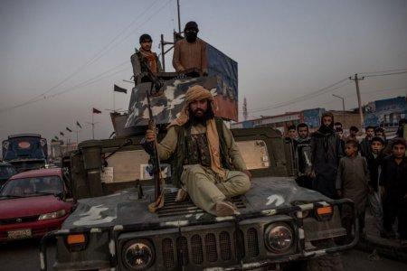 Avertismentul SUA: teroristii din <span style='background:#EDF514'>STATUL ISLAMIC</span> ar putea ataca aeroportul din Kabul