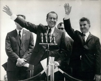 Cum a fost asteptat presedintele american Richard Nixon de <span style='background:#EDF514'>CEAUS</span>escu la Bucuresti: spuma de crab, struguri in Piata Obor si perinita