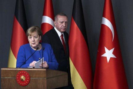Turcia cere un nou acord cu UE. Erdogan, avertisment adresat lui Merkel: Nu mai putem suporta povara migrantilor