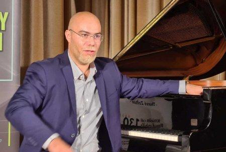 Un pianist vrea sa cante 130 de ore neintrerupt pentru ca Oradea sa aiba un muzeu al muzicii