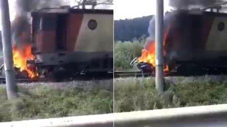 Doi oameni au murit carbonizati intr-o masina tarata sute de metri pe calea ferata, dupa un accident de tren in <span style='background:#EDF514'>MIERCUREA</span> Ciuc