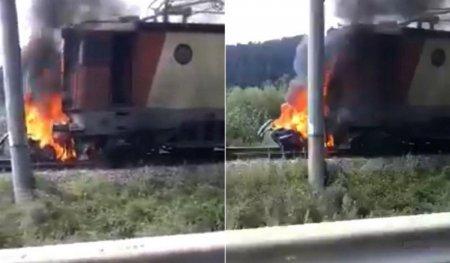 Tragedia serii in Romania! Au murit in flacari, dupa ce au fost tarati sute de metri pe calea ferata! Accident feroviar teribil in Romania VIDEO