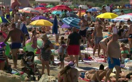 Statiunea ieftina de pe litoralul romanesc, ticsita de turisti. Abia mai gasesti un loc in care sa iti pui cearsaful. VIDEO