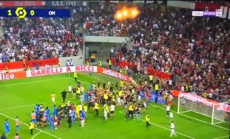 Scene halucinante in Nice - Marseille! Jucatorii oaspetilor s-au luat la bataie cu fanii adversi + Antrenorul, tinut de staff si fotbalisti