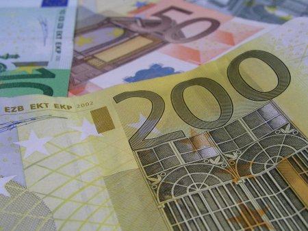 Euro, cotat la 4,9338 lei, un nou maximum istoric