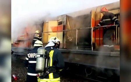 Inca un incendiu la locomotiva unui tren: <span style='background:#EDF514'>CFR CALATORI</span> cere scuze pasagerilor