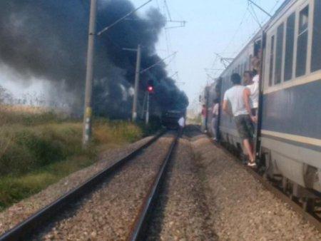 Un nou incident pe calea ferata - Locomotiva unui tren de pasageri a luat foc, intre Arad si Timisoara. Traficul este blocat