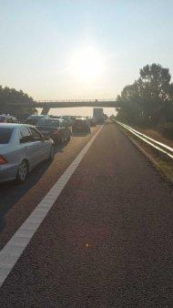 Trafic blocat pe Autostrada Soarelui: o masina a luat foc, in sensul de mers catre litoral