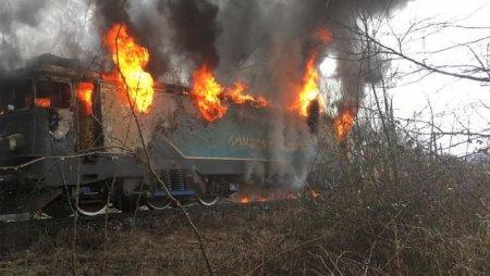 Trafic feroviar blocat intre Timisoara si Arad, dupa ce o locomotiva a fost cuprinsa de flacari