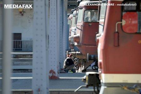 Locomotiva unui tren de calatori a luat foc. Traficul feroviar este oprit temporar intre Timisoara si Arad