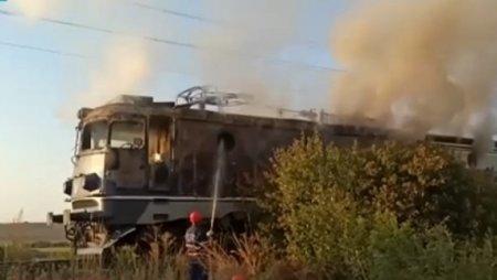Locomotiva unui tren de calatori a luat foc, traficul feroviar este blocat intre Timisoara si Arad