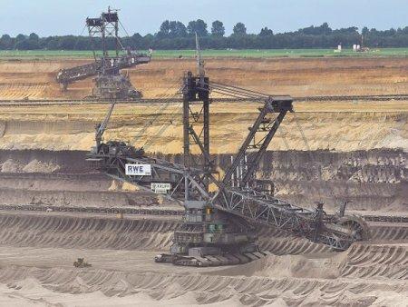Pa<span style='background:#EDF514'>RADOX</span>ul carbonului: Polonia depinde in proportie de 70% de carbune, Romania, circa 20%. Energia din Romania este insa mai scumpa decat cea din Polonia