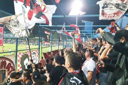 Atac la Rege! Fanii din DDB, dezlantuiti dupa Farul - Dinamo: Bastinasul vrea <span style='background:#EDF514'>STATUIE</span>. «Nasone» fin le are si cu latina
