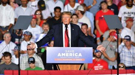 Apel-surpriza al lui Donald Trump la un miting in Alabama. M-am vaccinat. E bun! Multimea l-a <span style='background:#EDF514'>HUIDU</span>it, apoi a ras
