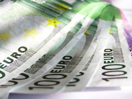 Cine sunt copiii care ar putea beneficia de <span style='background:#EDF514'>ALOCATII</span> de pana la 160 de euro lunar