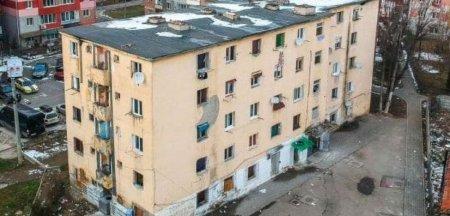 A doua evacuare a romilor din blocul din <span style='background:#EDF514'>ALBA IULIA</span> ce va fi demolat. Primaria ofera 2.360 de euro pentru o locuinta