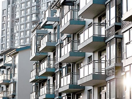 Orasele si-au adjudecat cu 40% mai multe locuinte decat <span style='background:#EDF514'>MEDIUL RURAL</span> in 2020. Este cea mai mare diferenta din 2002 incoace